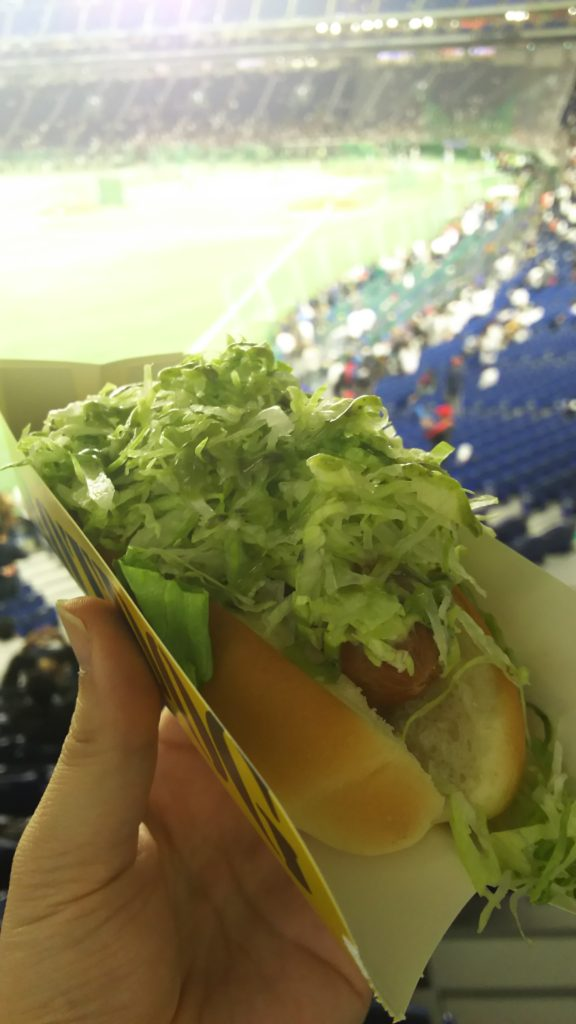 とても食べにくかった東京ドームの芝ドッグ