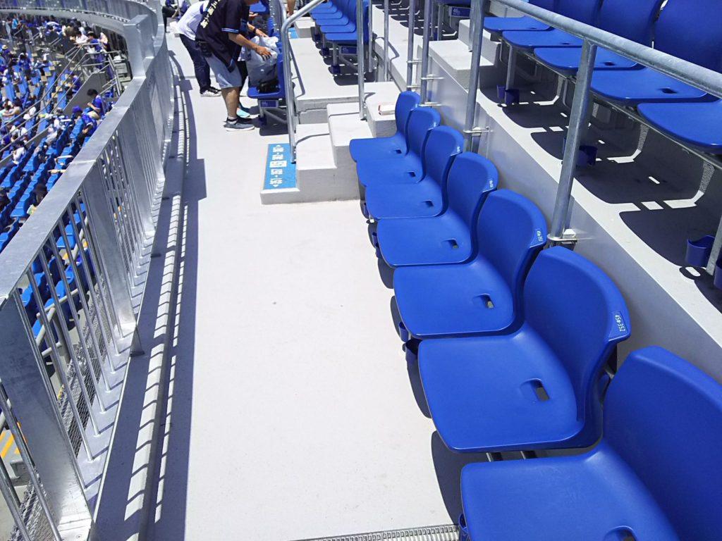 ウィング席はやっぱり席がゆったりしていていいですね