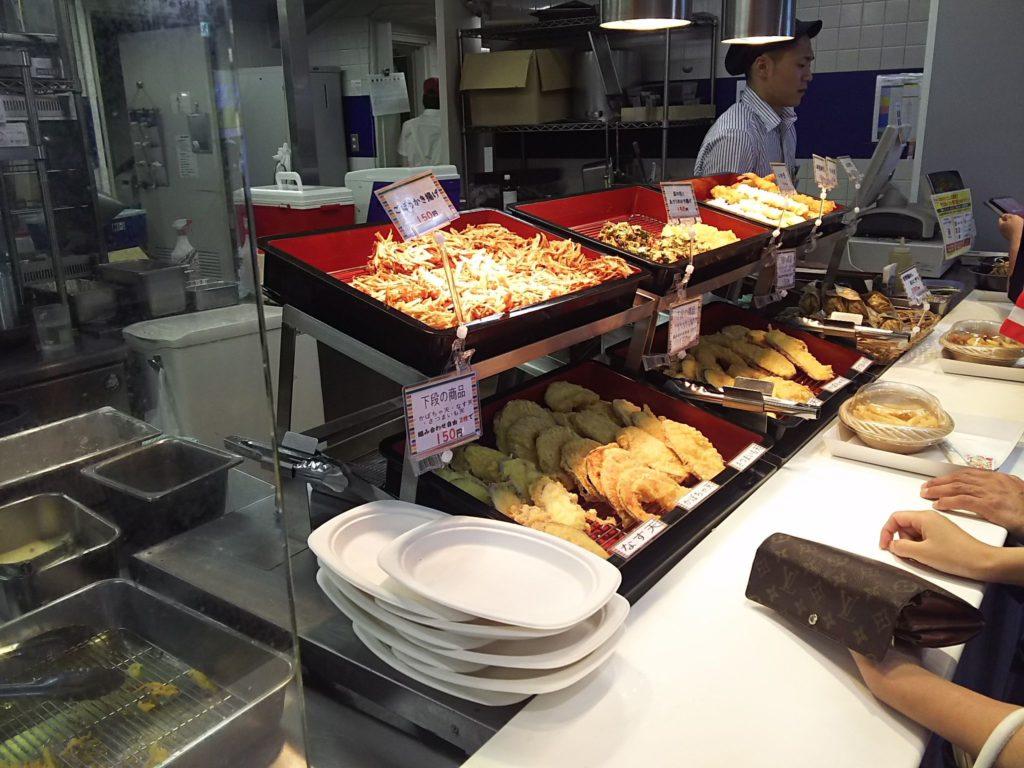 天ぷらはセルフの丸亀製麺方式