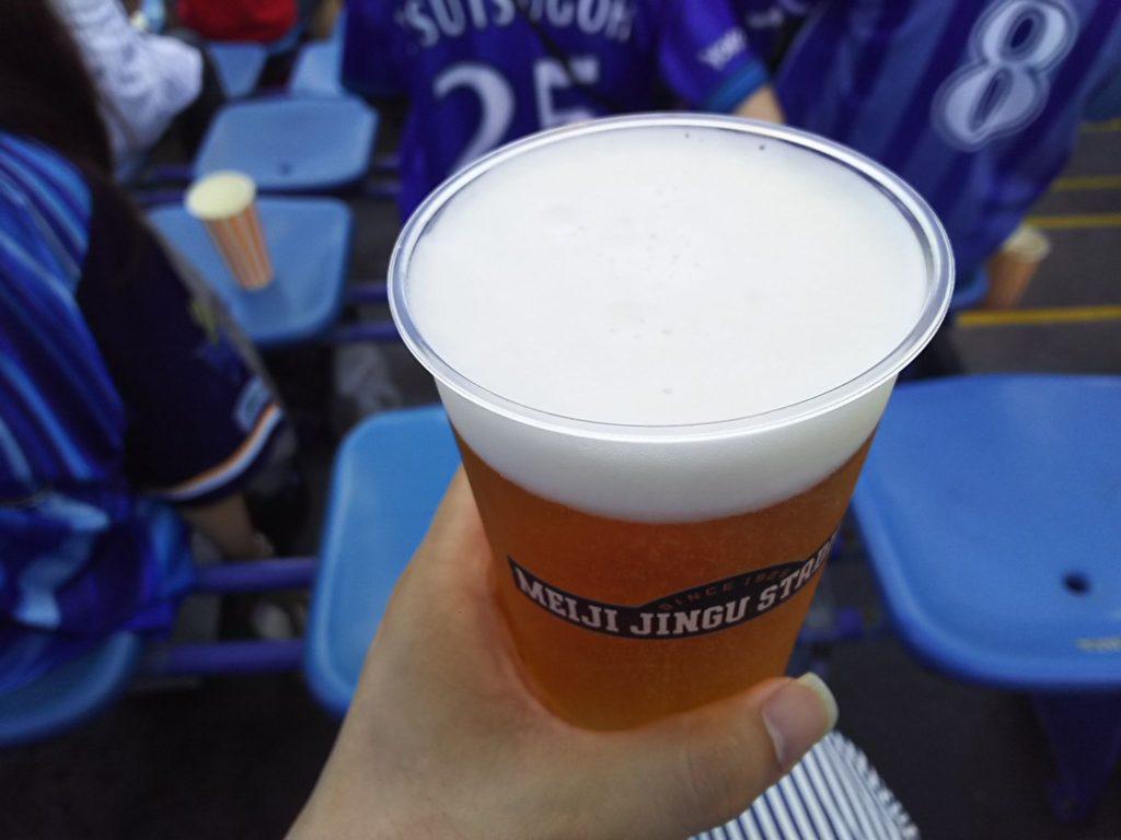 神宮球場で売り子さんから買ったエビスビール