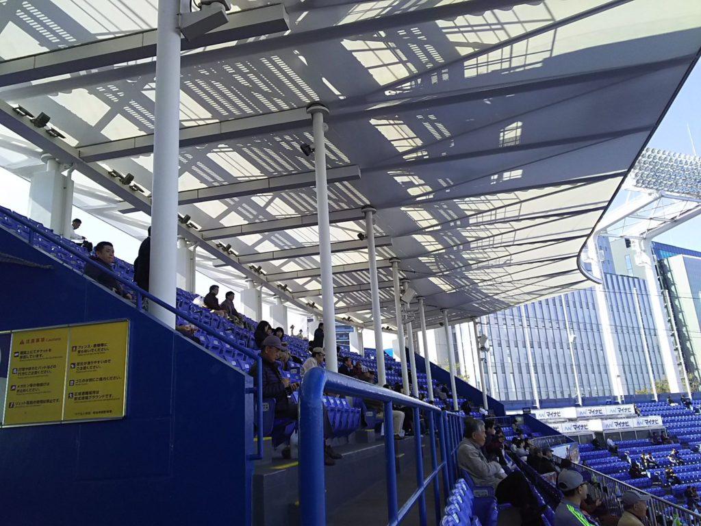 試合開始1時間前でも空席が目立った2階席
