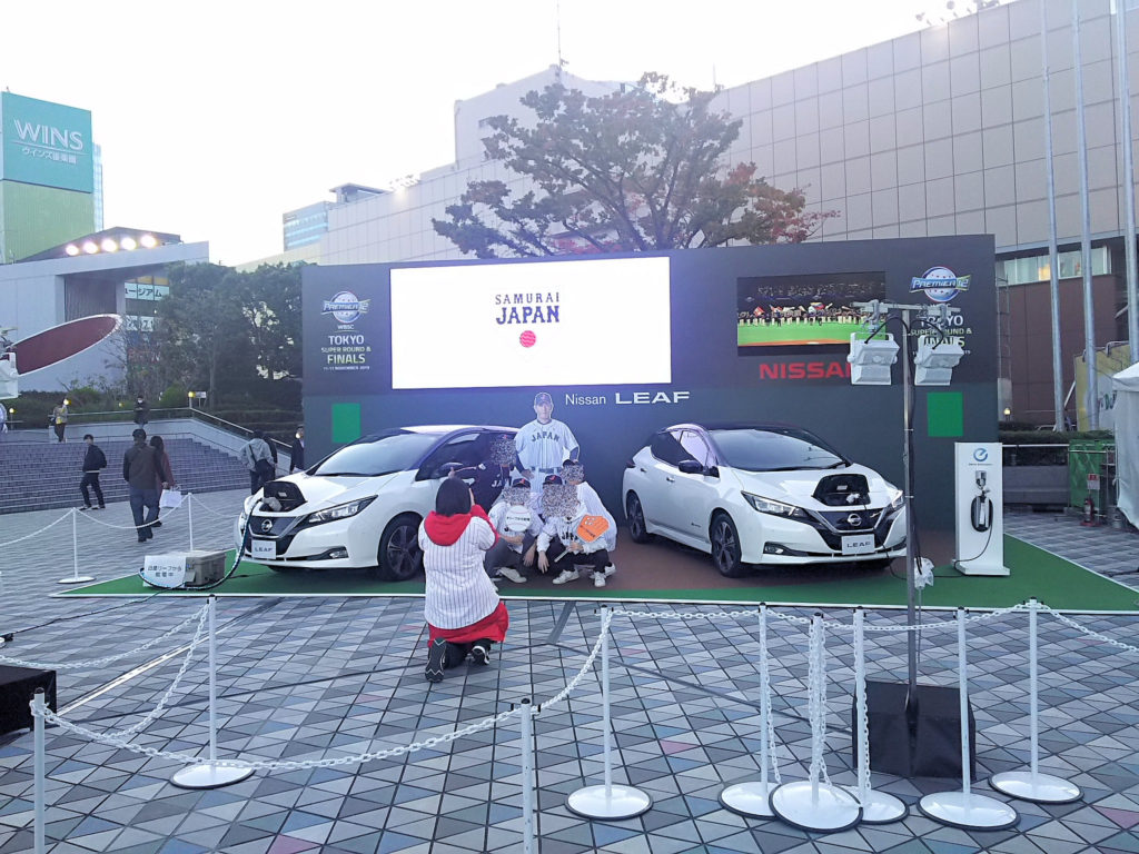 東京ドーム前広場の稲葉監督のパネルと写真撮影できるブース