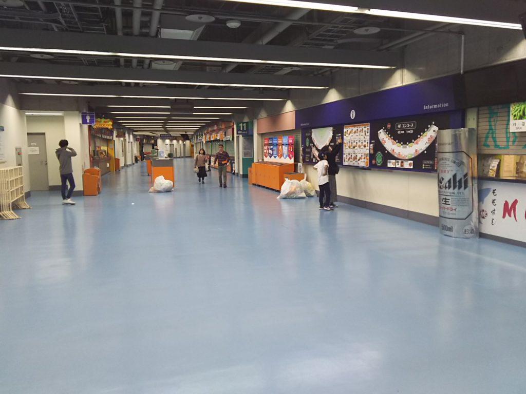 16時に入場した時はまだほとんどの売店はまだ閉まっていました