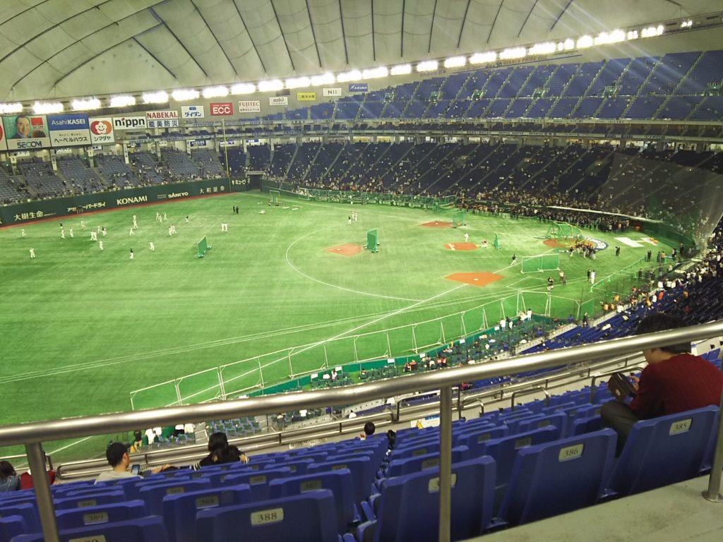 東京ドームの内野指定席C、11列389番からの眺め