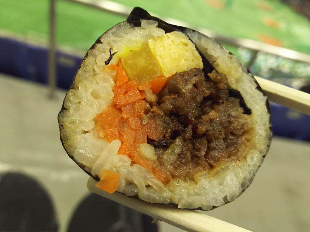 東京ドームの韓美膳(ハンビジェ)プルコギキンパの断面
