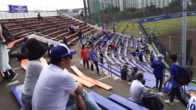 アトムホームスタジアム宜野湾の内野席