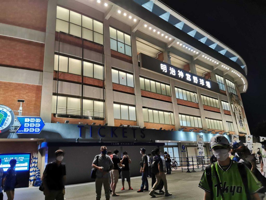 試合終了後の神宮球場