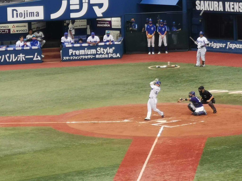 10月に入り少し打撃の調子を崩し始めていた佐野選手ですがこの日も1安打を放ちました。この頃はまだ打率が3割4分くらいありました。