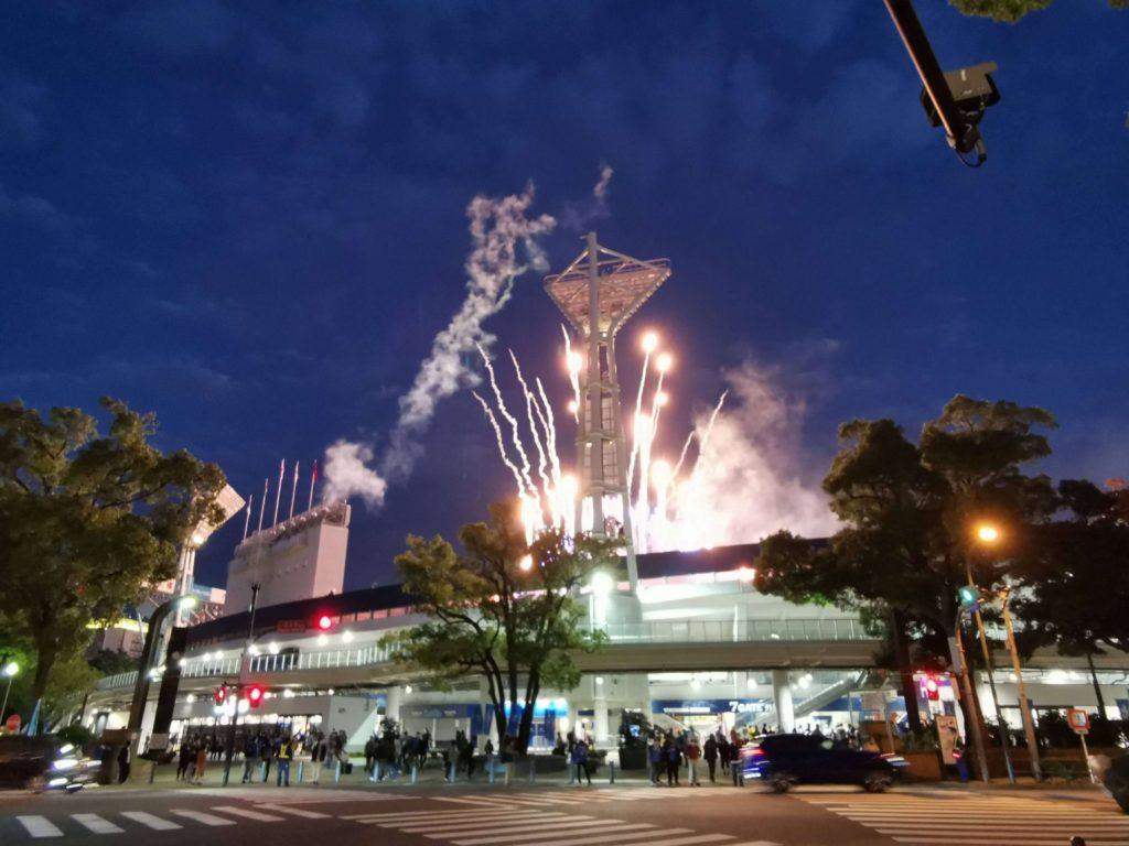 この日はこの後、東京で予定があったので最後までビクトリーセレブレーションが観られませんでした。ハマスタの外から花火を撮りました。