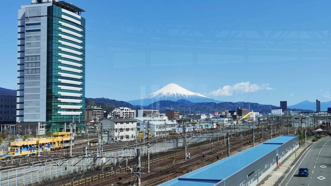 東静岡駅から見える富士山の景色