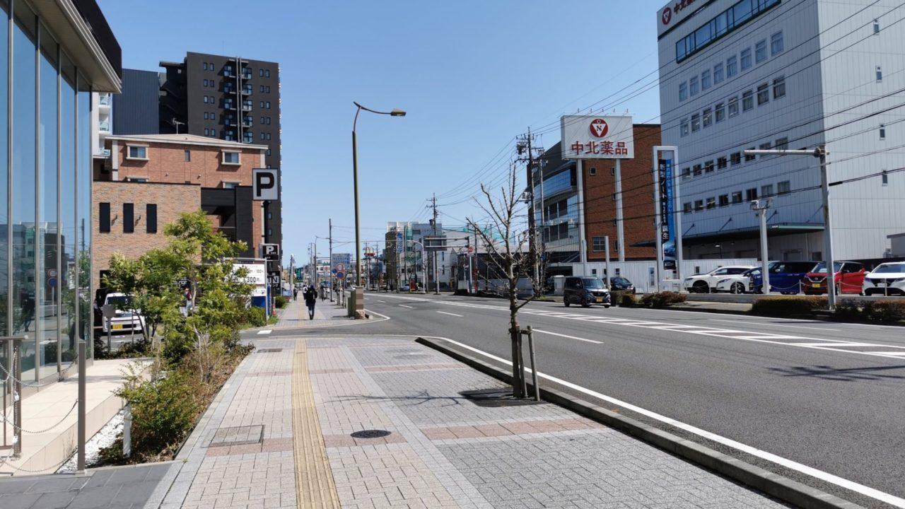 東静岡駅から草薙球場へ向かう幹線道路