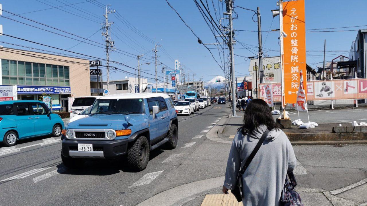 草薙球場へ向かう幹線道路