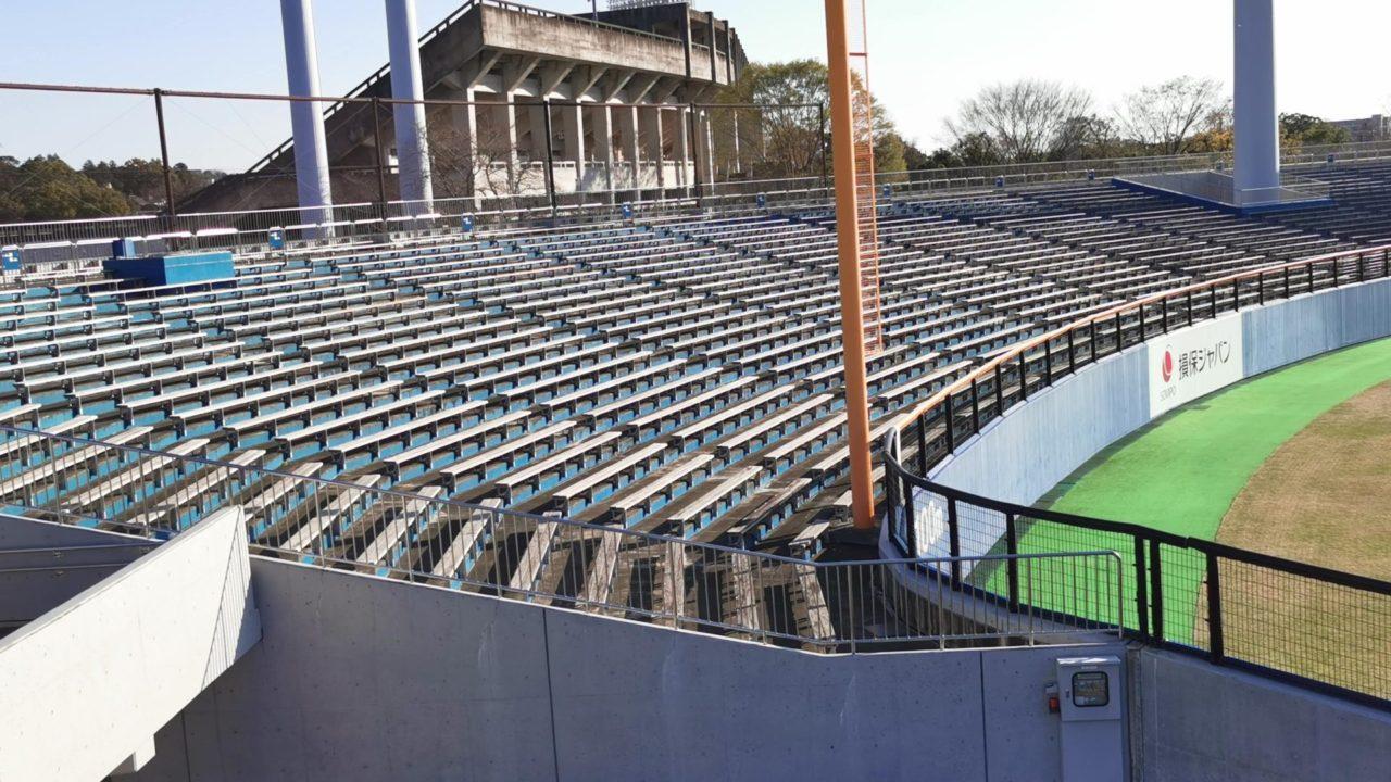 草薙球場の外野席