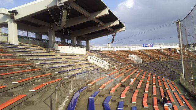 アトムホームスタジアム宜野湾のバックネット裏エリア