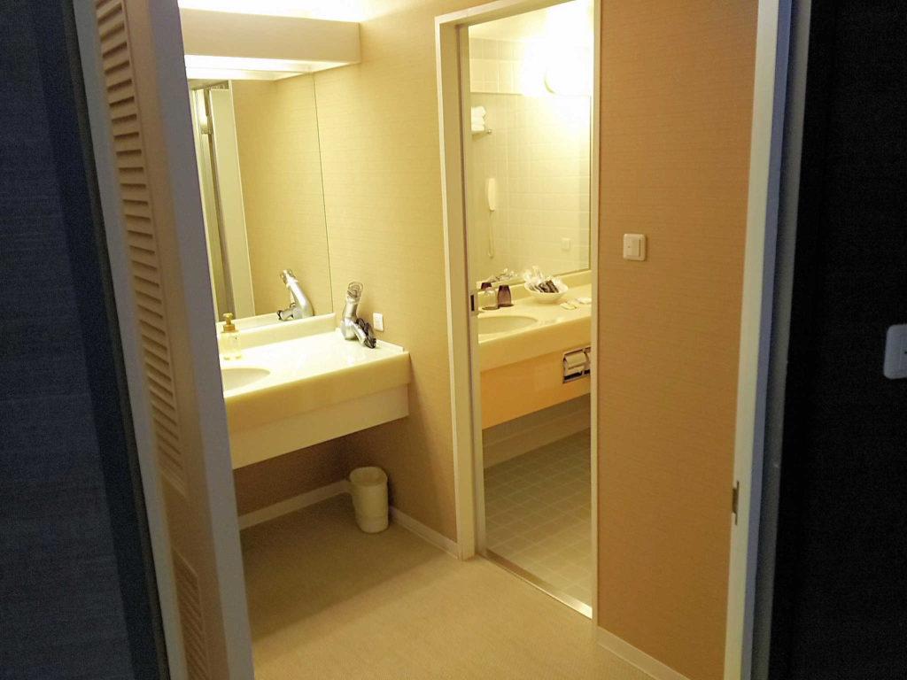 ラグナガーデンホテルの洗面所