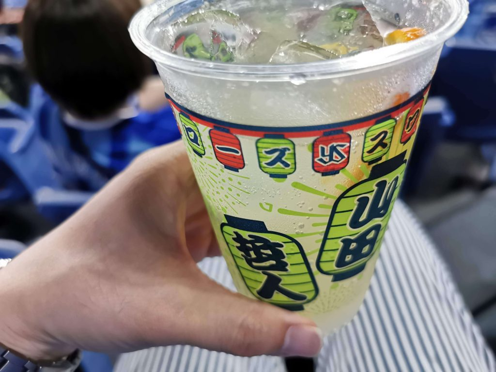 山田哲人プレミアムトニックのカップ